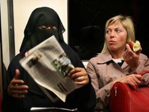 Во Франции мусульманская одежда вызывает приступы истерии у психически нездоровых людей