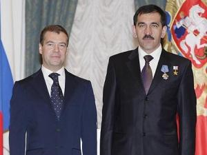 Медведев заявил, что готов защитить Евкурова