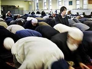 Среди новообратившихся британских мусульман – сын бывшего директора Би-Би-Си