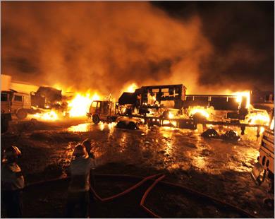 В Пакистане атакован конвой сил НАТО; убиты 7 человек, сожжены 50 грузовиков