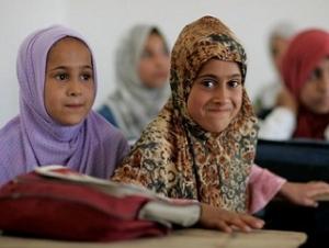 Из-за отсутствия света в домах иракские школьники готовятся к экзаменам в мечетях