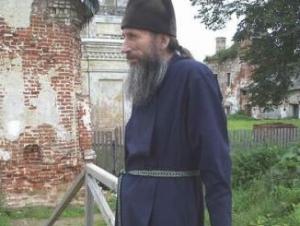 Патриарх предлагает дать священникам машины и мобильники