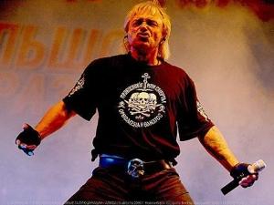 """Лидер рок-группы """"Алиса"""" предпочитает носить экстремистскую футболку на концертах и в жизни"""