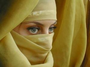 Никаб, традиционно не очень распространенный в Сирии, сравнительно недавно стал популярен среди жительниц страны