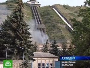 В среду неизвестные убили двоих охранников ГЭС в Кабардино-Балкарии, проникли на станцию и заложили там взрывные устройства