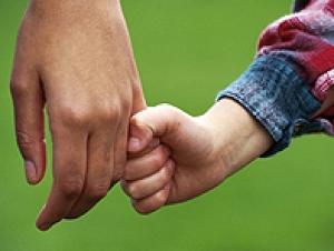 Усыновлять детей могут только нормальные семейные пары