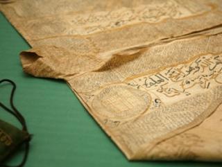 Фотография исламской каллиграфии на одной из выставок в Германии