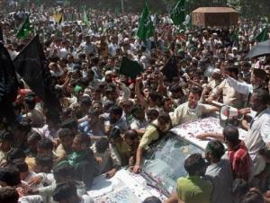 В ходе манифестаций кашмирцев индийскими военными и полицией  убиты уже более ста человек