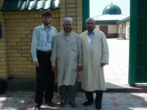 Мухаммад Рахимов (в центре)