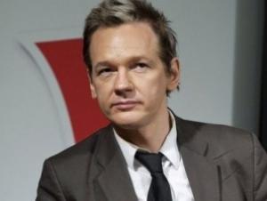 Известный писатель предложил пригласить основателя WikiLeaks в Россию