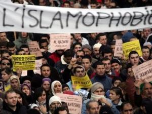Что страшнее для старушки Европы: мусульманские иммигранты или проституция?