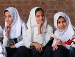 Юные мусульманки в одной из школ Тегерана