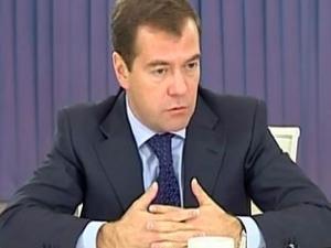 Медведев пригрозил увольнением руководителям северокавказских республик