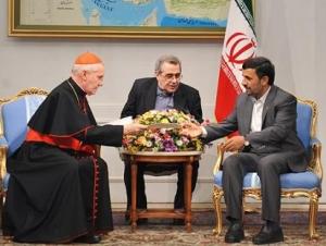 Ахмадинежад получил ответное письмо от Папы Римского