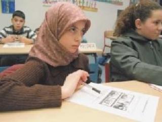 В Германии школьницам разрешают носить платок по религиозным убеждениям