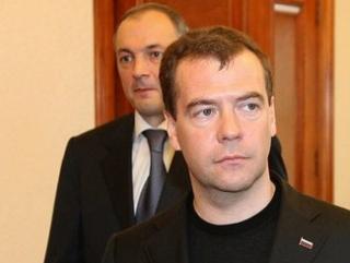 Медведев обсудил с главой Дагестана способы борьбы с безработицей