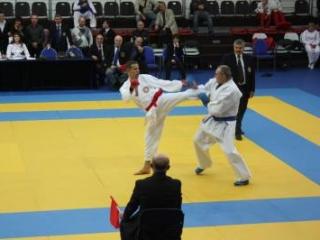 В каратэ, в отличие от бокса, атаки не должны наносить вреда противнику