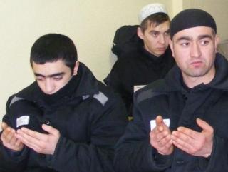 Главу Тюменского казыята провели за колючую проволоку после тщательного обыска