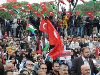 Судно «Мави Мармара», атакованное израильской армией в мае, возвращается в Стамбул