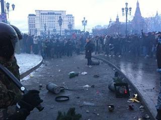 Массовые беспорядки в центре Москвы в огромном числе случаев преподносятся как внезапно возникшее спонтанно-неожиданное движение масс