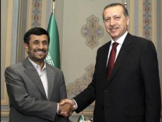 Премьер-министр Турции Реджеп Тайип Эрдоган   с президентом Ирана Махмудом Ахмадинежадом