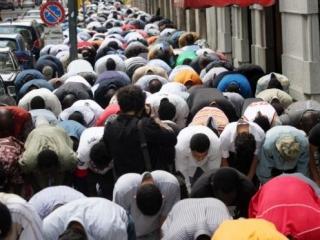 В Милане мусульмане добиваются строительства мечети