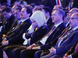 Супруга Эрдогана не сдержала слез во время просмотра спектакля «Кербела»