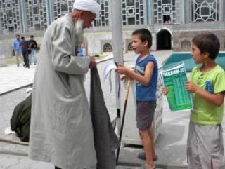 """Коммунисты Таджикистана надеются """"защитить детей от религиозного влияния"""""""