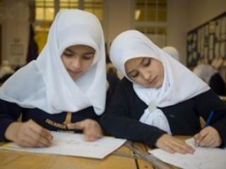 Мусульмане Азербайджана попросят президента разрешить ношение хиджаба в школах