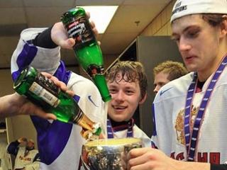 Российские хоккеисты после победы. Фото (с)AFP