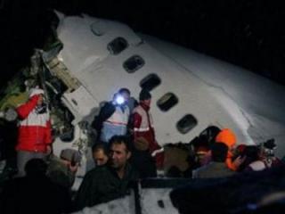 На северо-западе Ирана разбился самолет, 77 погибших, есть спасенные