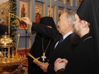 Когда «мусульманин» зажигает в церкви свечу …