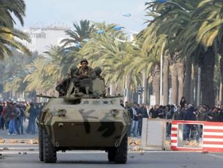 Тунисский диктатор бежал из страны
