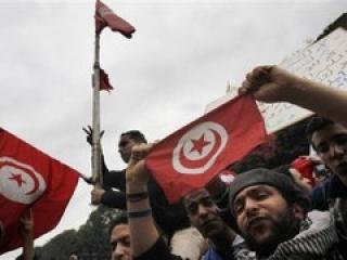 """Тунисцы против старых """"новых"""" министров, на невиновности которых настаивает премьер"""