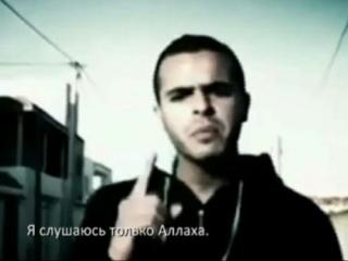 Фрагмент из клипа революционного рэпера