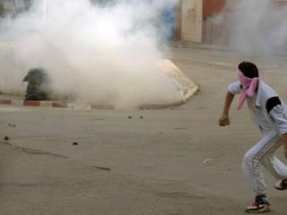 В Алжире полиция разгоняет демонстрации протеста. В Иордании — раздаёт соки и воду