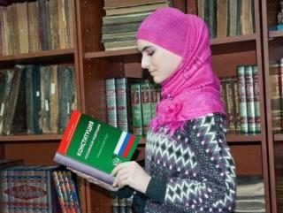 Платок мусульманки защитят юристы