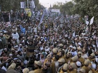 Десятки тысяч пакистанцев митинговали против богохульства