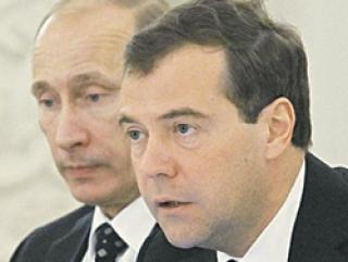 Каддафи встал между Медведевым и Путиным