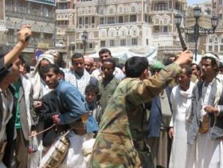 Взрывы на заводе в Йемене вызвали новые протесты