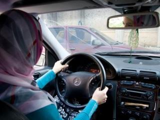 Есть ли разница между мусульманкой и блондинкой за рулем?