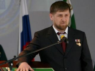 Рамзан Кадыров, в соответствии с регламентом, произнес слова присяги на русском и чеченском языках