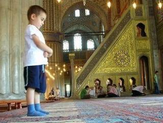 В Таджикистане детей будут наказывать за посещение пятничных молитв