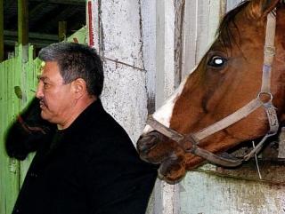 Дух кочевника помог Есимхану перемахнуть на коне через Туру
