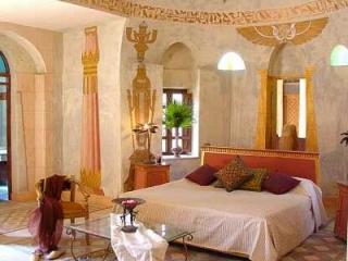 Хосни Мубарак приготовил себе гробницу с ванной и телефоном