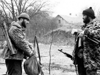 Боевики выходят из леса…