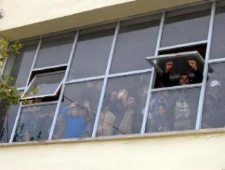 Сотни сирийцев попросили убежища в Турции