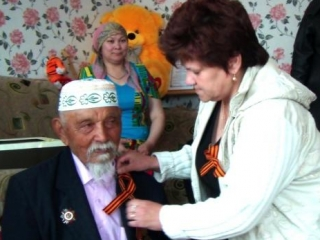 Сулейманов в 106 лет продолжает носить осколок у виска