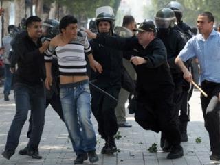 Сотни арестованных в Тунисе