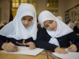 Азербайджанцы соберут 100 тысяч подписей в защиту хиджаба